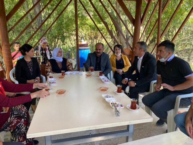 DTK Heyeti Hakkari'de Tutuklu ailelerini ziyaret etti