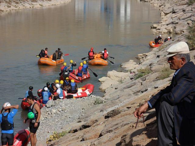 Hakkari'de rafting heyecanı devam ediyor