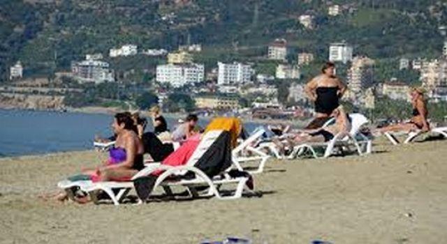 Kısıtlamada turistlerin deniz keyfi