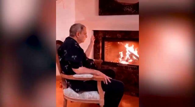 Mehmet Ali Erbil hemşireleriyle yeni yıla girdi! Şömine başında dertlendi