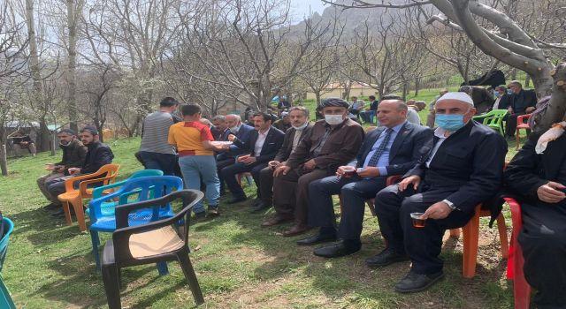 Başkan Demir Derecik'te taziyeye katıldı