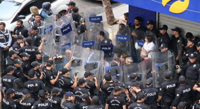 CHP'li Tanrıkulu Mart ayı hak ihlalleri raporunu açıkladı