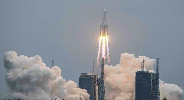 Çin'in kontrolden çıkan roketi Hint Okyanusu'nda Maldivler'in batısına düştü