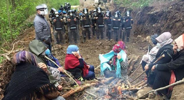 Jandarma taş ocağına karşı direnen yurttaşların çadırlarını söktü