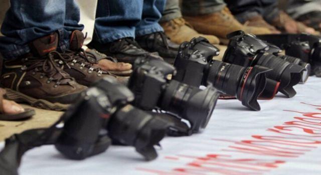 Nisan ayında 49 gazeteci yargılandı, 10 gazeteci gözaltına alındı