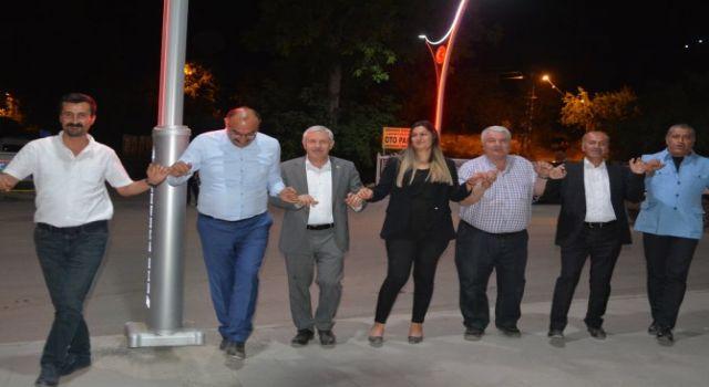 Gazeteciler gece yarısı Çukurca'da halay çekti