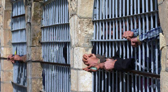 İsim benzerliğinden binlerce kişi tutuklu