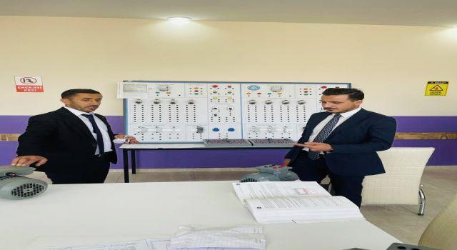 MÜSİAD Başkanı Öveçten Yüksekova'da okul ziyareti