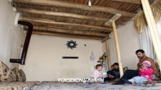 Hakkari'de ağaçtan direkler ile evi ayakta tutmaya çalışıyor