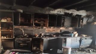 Hakkari'de 8 nüfuslu ailenin evi yangında kül oldu