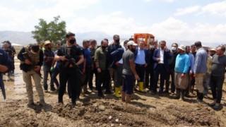Vali Akbıyık, sel felaketinin yaşandığı bölgede incelemede bulundu